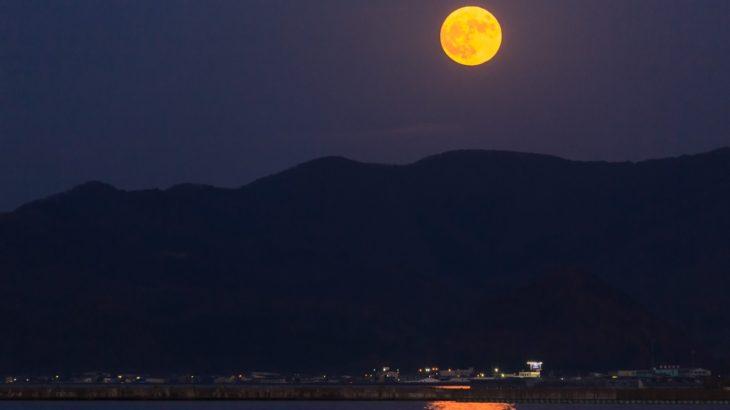 「月はなぜ地球に落ちてこないの?」リンゴは地面に落下するのに月が落ちてこない理由を説明できますか?