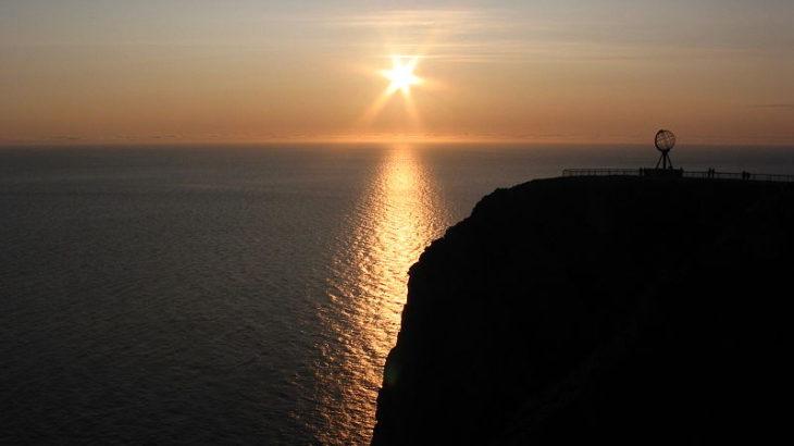 【白夜(びゃくや)・極夜(きょくや)】沈まない太陽と昇らない太陽。この現象はなぜ起こるのか?