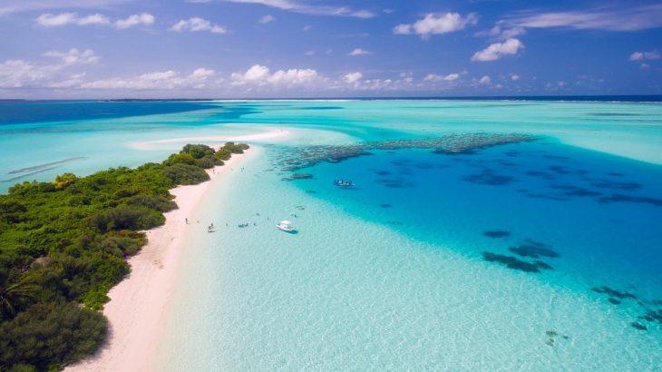 「なぜ海は青いの?」大人のあなたは適切に説明できますか?