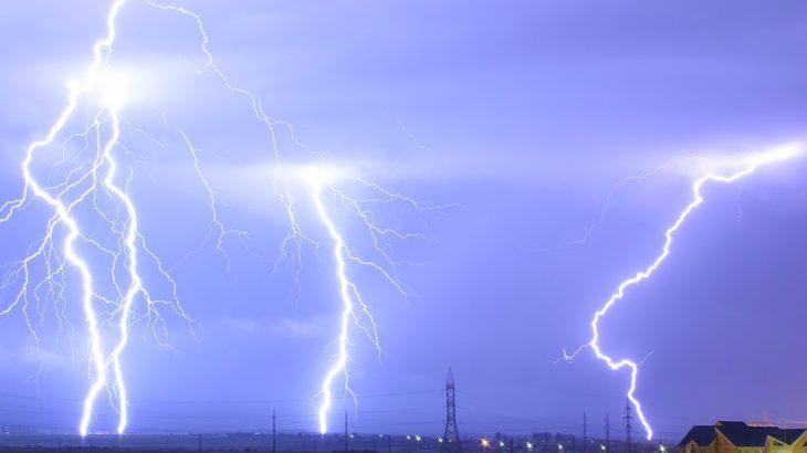 「雷はなぜ起こるの?なぜゴロゴロと音が鳴るの?」落雷の理由と雷鳴とどろく理由を説明